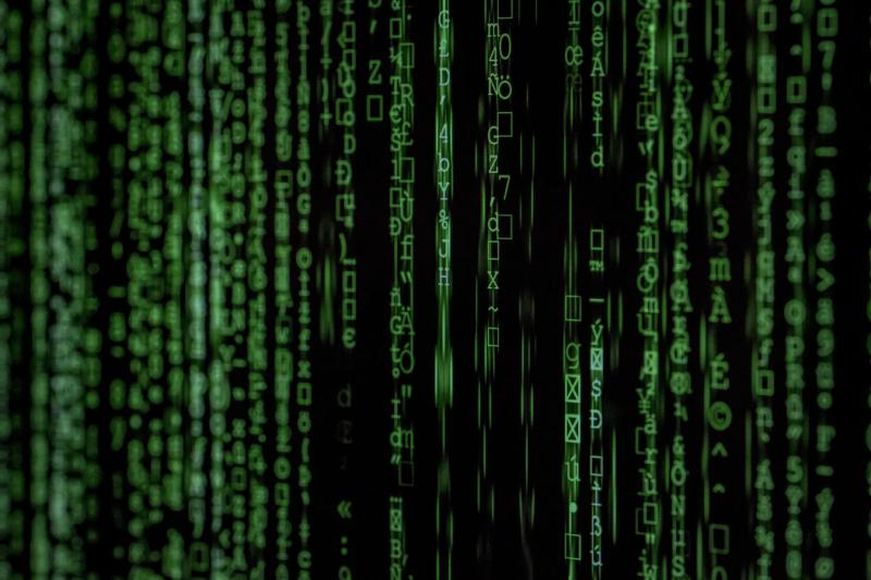 Code sur un écran - éviter le vol de données personnelles
